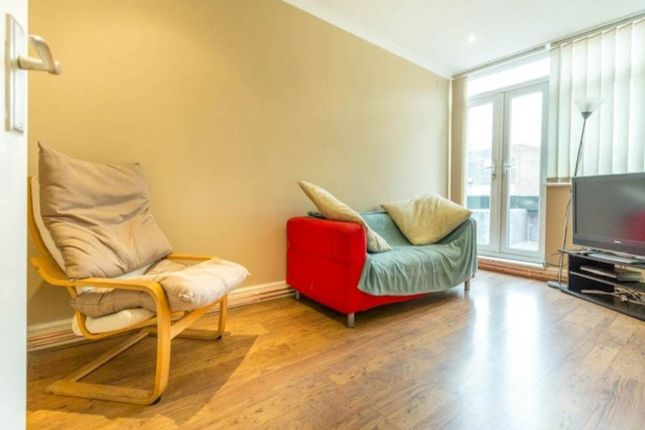 Thumbnail Property to rent in Bethnal Green Road, London