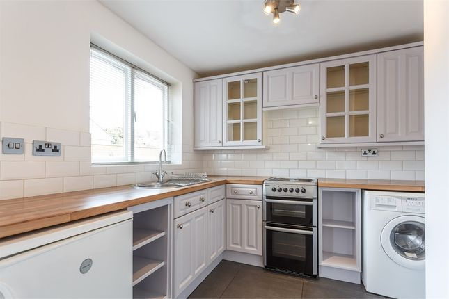 1 bed flat to rent in Cleves Court, Windsor, Berkshire