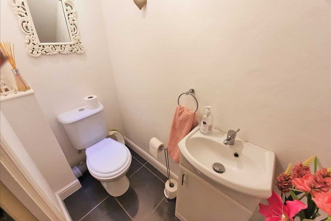 Cloakroom / WC of Springboig Road, Glasgow G32