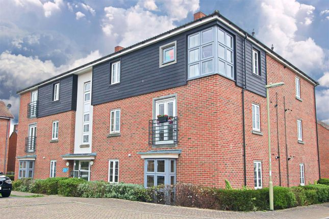 Thumbnail Flat for sale in Englefield Way, Basingstoke