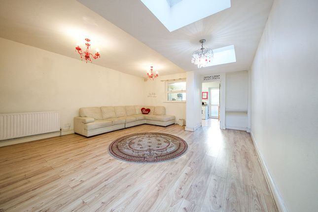 Thumbnail Terraced house for sale in Raymond Road, London