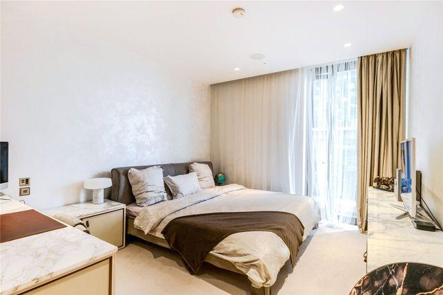 Master Bedroom of Kings Gate Walk, Victoria, London SW1E