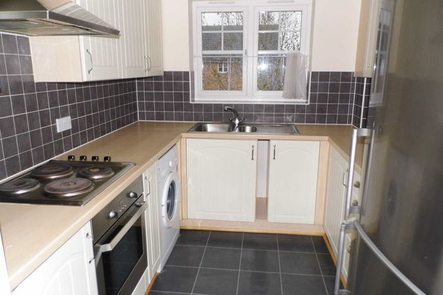 2 bed flat to rent in Caravel Close, Chafford Hundred