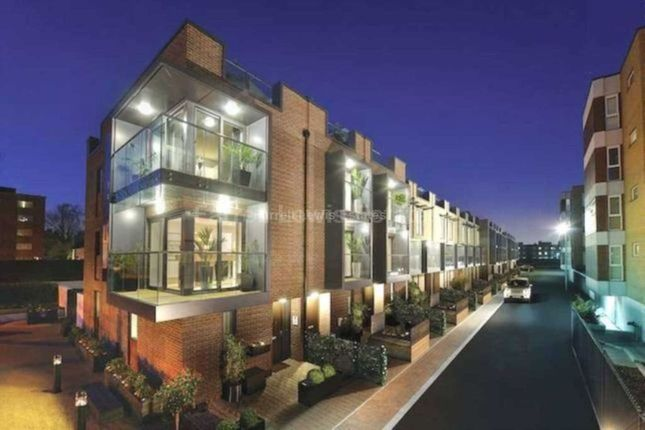 Thumbnail Town house to rent in Bromyard Avenue, Acton