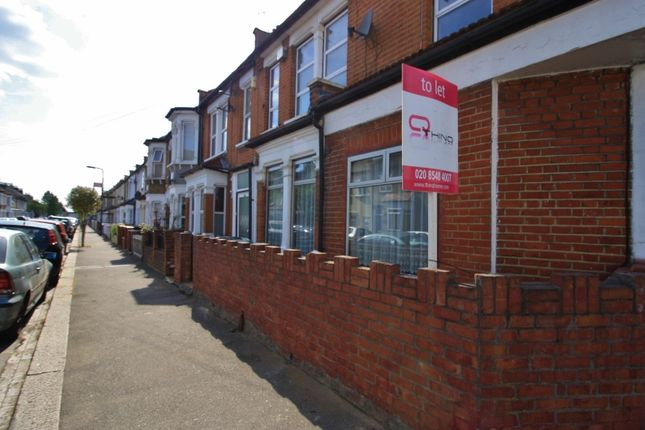 2 bed flat to rent in Pearcroft Road, Leytonstone