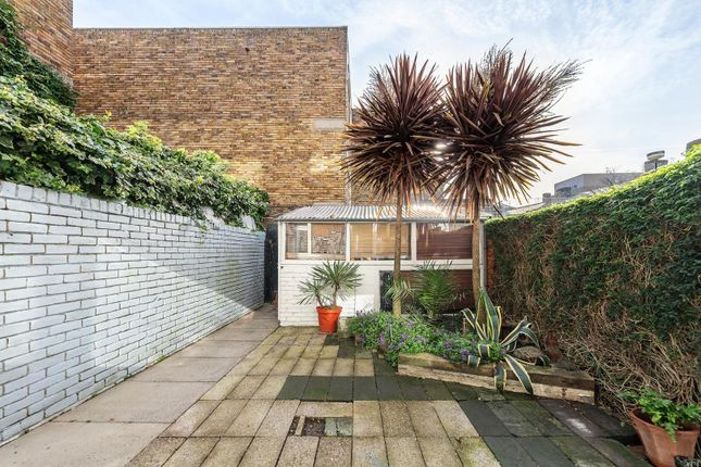 Property for sale in Knowle Close, London