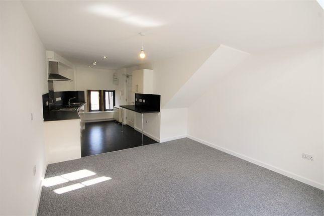Thumbnail Flat to rent in 13 -15 Albert Street, Mansfield, Nottinghamshire