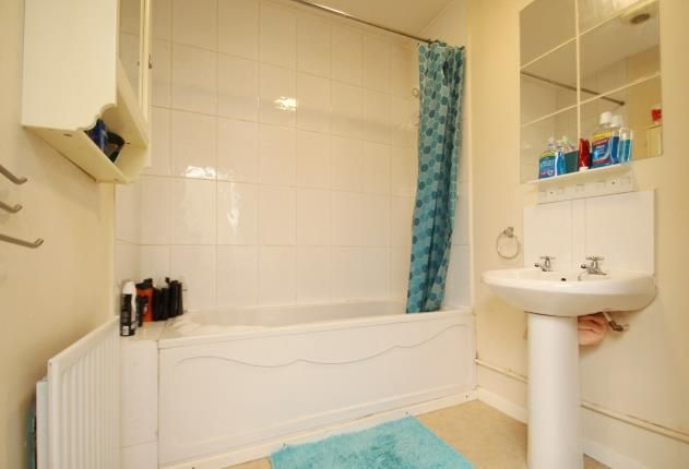 Bathroom of School Court, Jean Street, Port Glasgow PA14