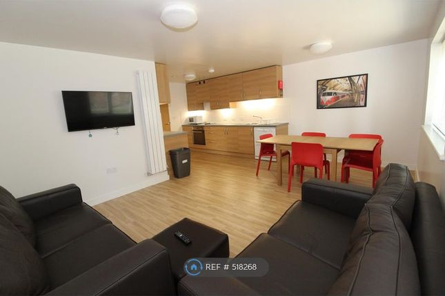 Flat to rent in Columbia Lodge, Southampton