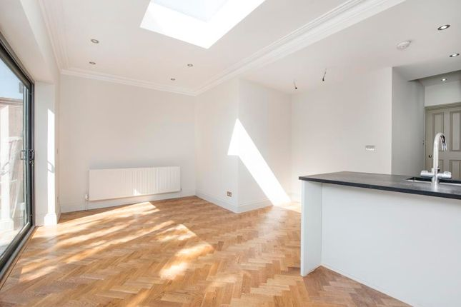 Thumbnail Flat to rent in Montague Road, London
