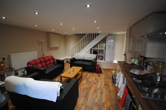 Thumbnail Terraced house to rent in 27 Brudenell View, Hyde Park