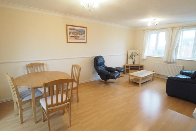 2 bed flat to rent in Plimsoll Way, Victoria Dock, Hull