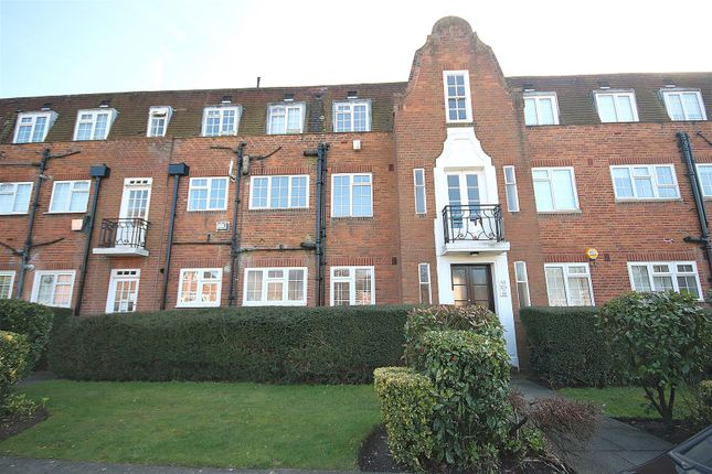 Thumbnail Flat to rent in Belmont Close, Cockfosters, Barnet