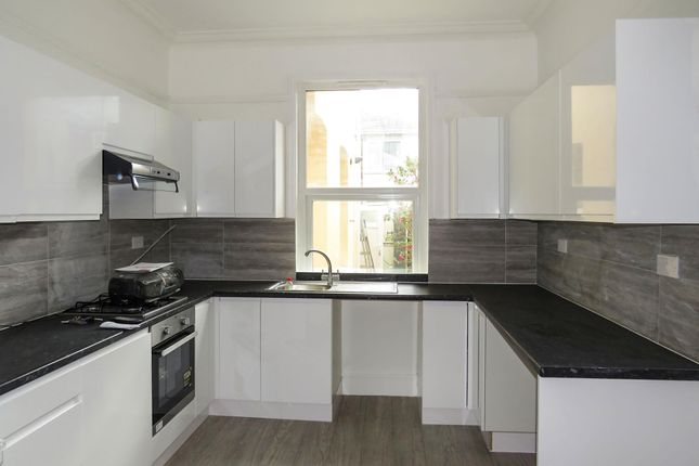 Thumbnail Flat to rent in Embankment Road, Plymouth