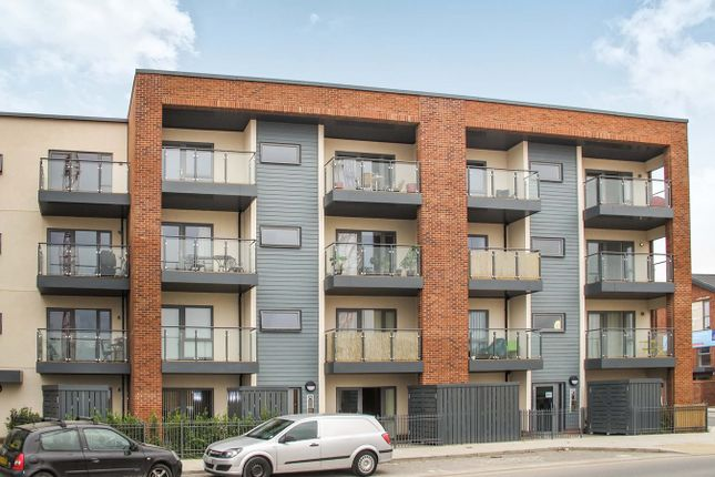 2 bed flat to rent in John Thornycroft Road, Southampton