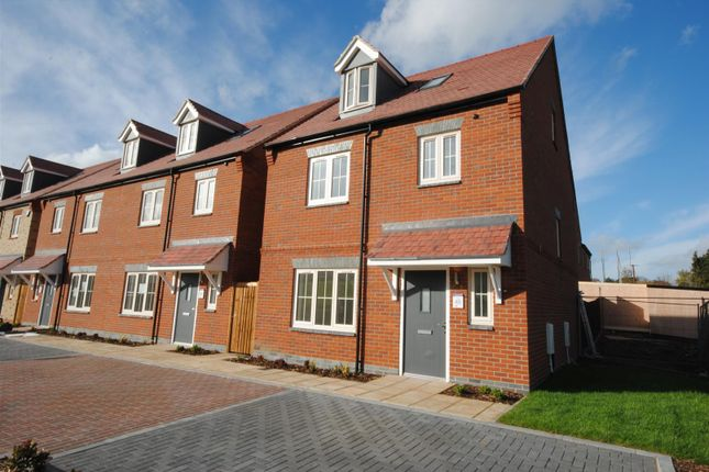 Thumbnail Detached house for sale in Upper Bourne End Lane, Hemel Hempstead
