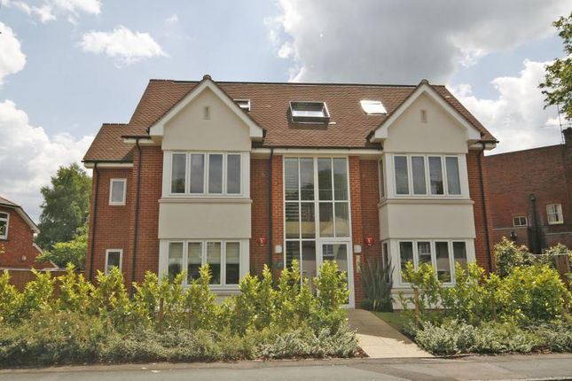 Thumbnail Flat to rent in Station Road, West Byfleet