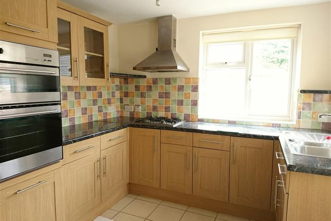 Thumbnail Maisonette to rent in Carmarthen Road, Fforestfach, Swansea
