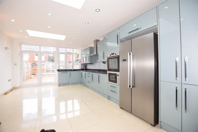 Thumbnail Property to rent in Rostella Road, London