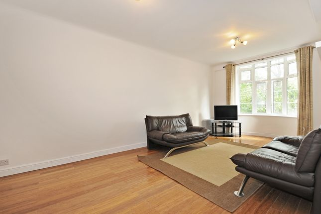 2 bed flat to rent in Grove End Road, London NW8