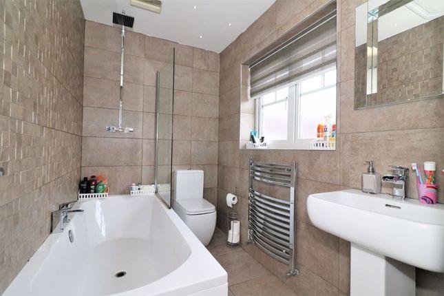 Family Bathroom of Sanquhar Road, Glasgow G53