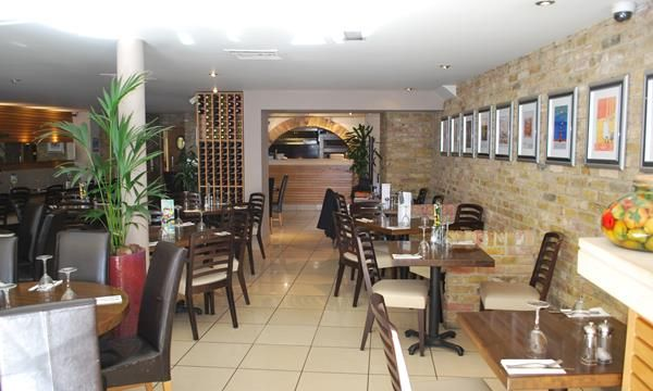 Thumbnail Restaurant/cafe to let in 4 West Street, Midhurst, West Sussex