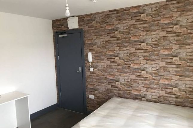 Thumbnail Shared accommodation to rent in Castle Avenue, West Drayton