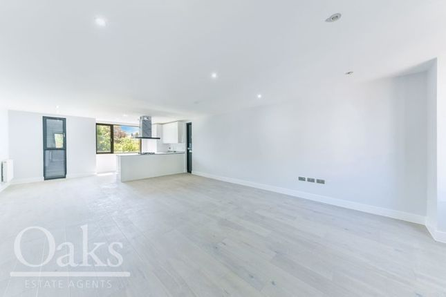 2 bed flat for sale in Enmore Road, London SE25