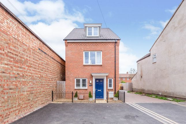 3 bed detached house for sale in Willow Road, Aylesbury HP19