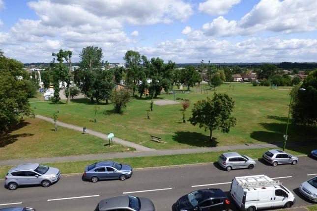 Thumbnail Flat to rent in Ripon Way, Borehamwood