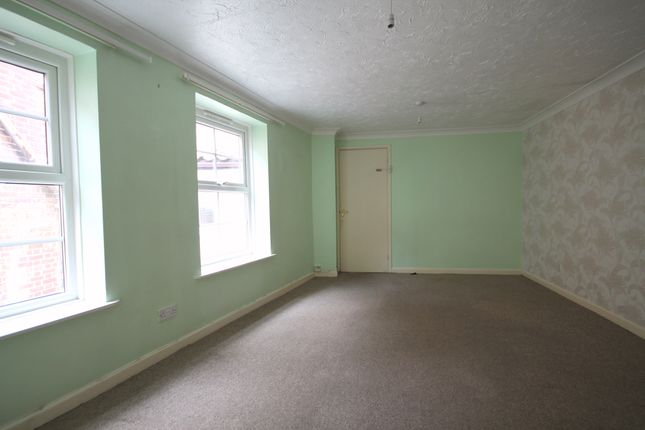 Flat to rent in West Street, Cromer