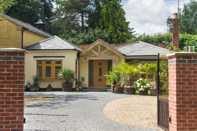Thumbnail Bungalow for sale in The Rookery, Alveston, Stratford-Upon-Avon, Warwickshire