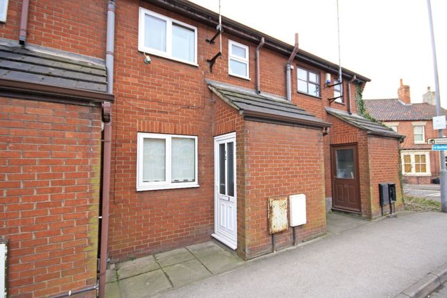 Thumbnail Terraced house to rent in London Road, Retford