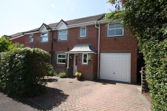 Broadmeadow End, Thatcham RG18