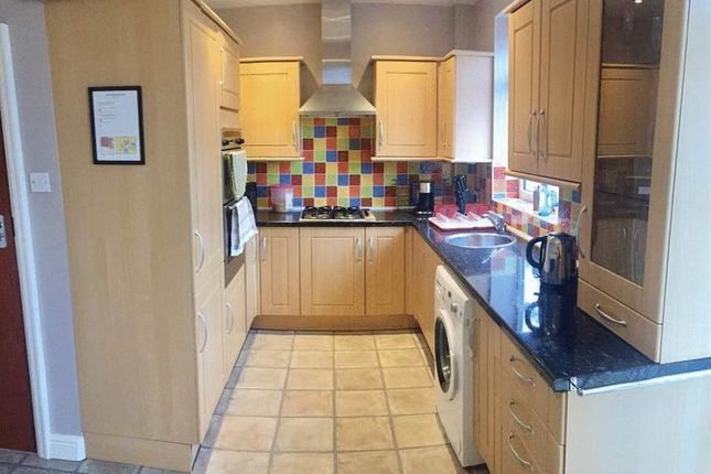 Thumbnail Room to rent in Roslyn Road, Stockport