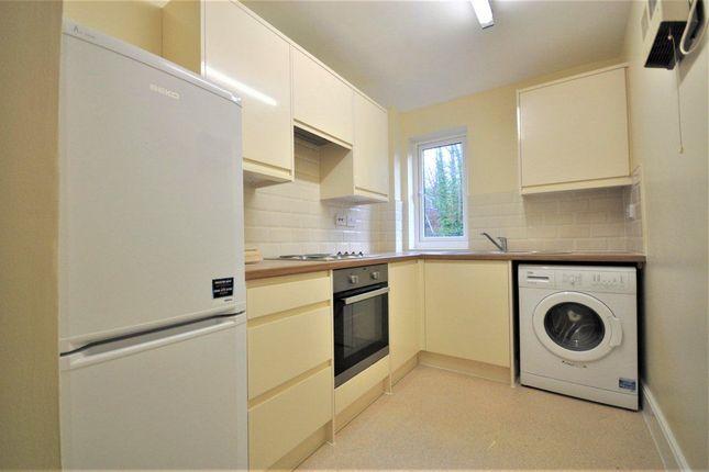 Thumbnail Flat to rent in Lake View, Railway Terrace, Kings Langley