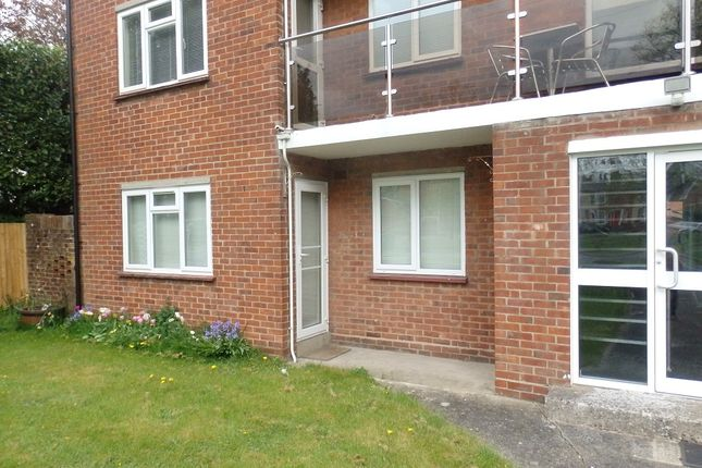 Thumbnail Flat to rent in Wentworth Court, Newbury