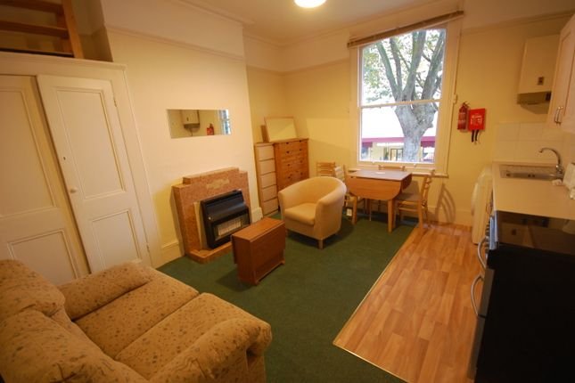 1 bed flat to rent in Chiswick High Road, Chiswick
