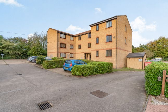 2 bed flat for sale in Walpole Road, Slough SL1