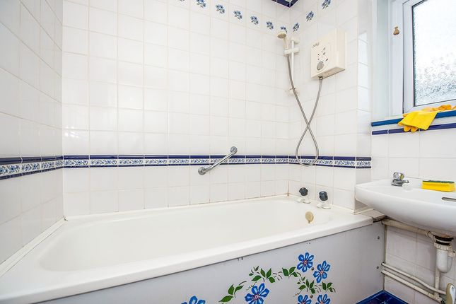 Bathroom of Flordon, Skelmersdale, Lancashire WN8
