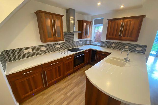 Thumbnail Maisonette to rent in Suttons Lane, Hornchurch