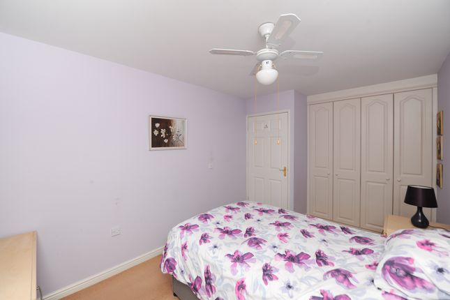 Bedroom 1 of Oliver House, Wain Avenue, Chesterfield S41