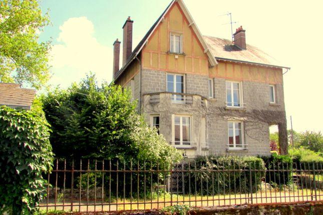 Thumbnail Villa for sale in La Souterraine, Creuse, Nouvelle-Aquitaine