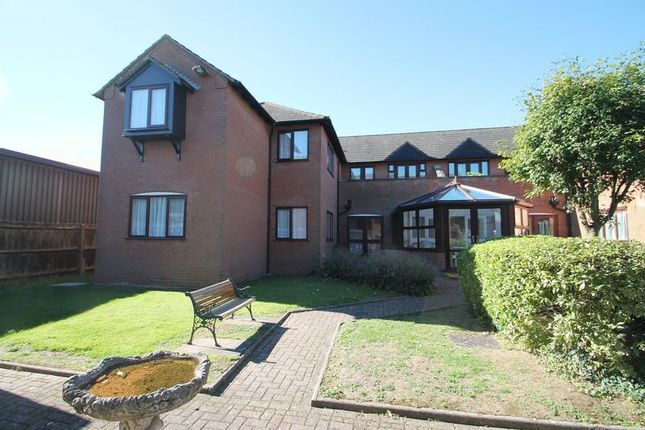 Thumbnail Flat for sale in Norton Court, High Street South, Dunstable