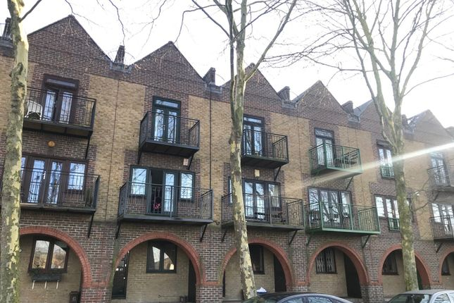 Thumbnail Town house to rent in Greenland Quay Greenland Quay, Surrey Quays, London, London