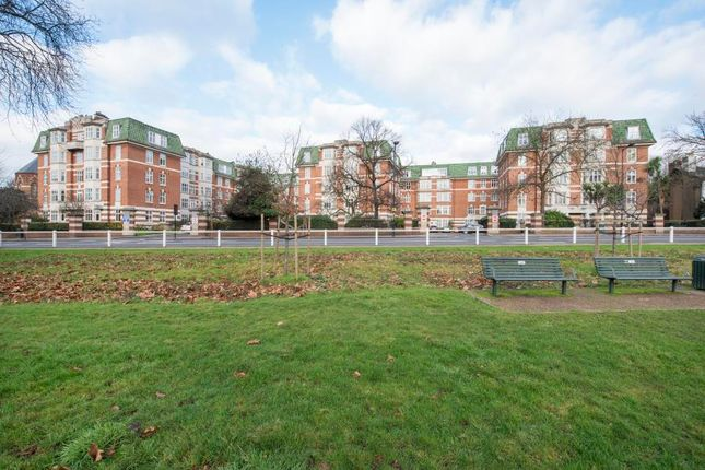 Thumbnail Flat for sale in Haven Green, London