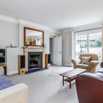 Thumbnail Flat to rent in Upper Richmond Road, London