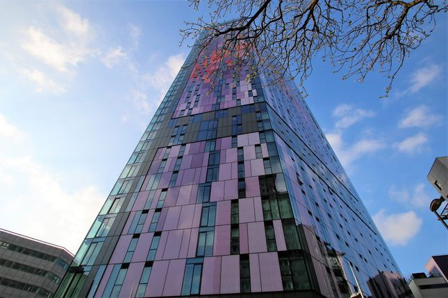 Thumbnail Flat to rent in Saffron Central Square, Croydon