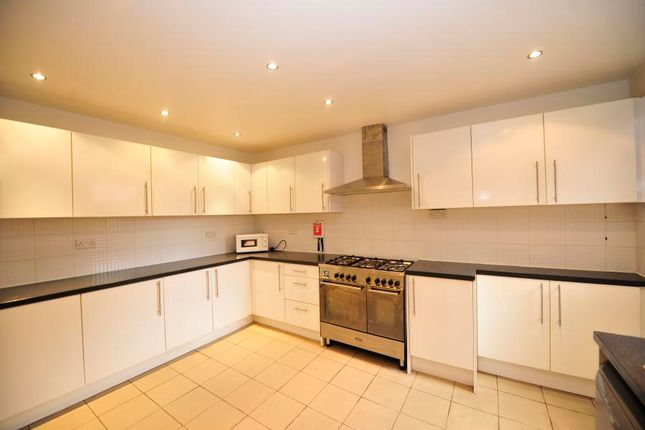 Thumbnail Shared accommodation to rent in Brudenell Road, Hyde Park, Leeds