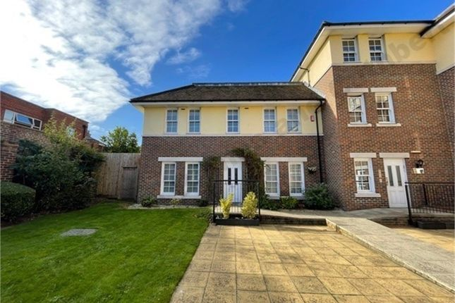 3 bed flat for sale in Hampshire Court, 9 Brent Street, Hendon, London NW4